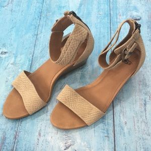 Gorgeous Ugg wedge sandals, like new
